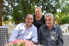 No morro da Urca, palco da Era do Rádio Lourdinha Parreiras Horta, Paulo Ferraz e Tony Mayrink Veiga mostram-se felizes com a exposição.