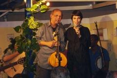 Mariana Baltar se apresenta com Joel e seu grupo