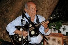 O multiinstrumentista e seu violão