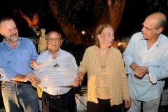 José Menezes recebe o Diloma Ernesto Nazareth das mãos de Carmélia Alves