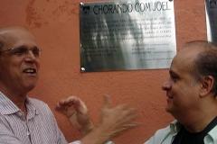 Dirceu e Joel descerram a placa comemorativa das Sabatinas de Choro