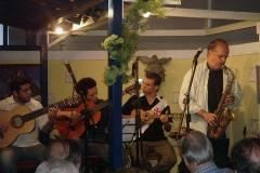 Durante o show, Dirceu tocou vários instrumentos de sopro