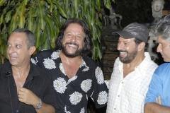 Tunai e Paulinho ladeiam João Bosco no Largo