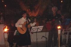 Kay Lyra canta em homenagem ao pai