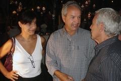 Carlos Lyra recebeu os amigos no Largo histórico, cercado por mangueiras centenárias