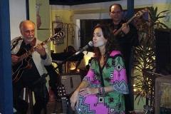 Marcela Mangabeira canta acompanhada por Menescal